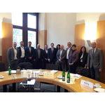 Gruppenbild Autohändler mit Bürgermeister Dr. Oliver Frankz