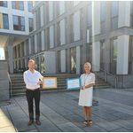 Sozialdezernent Christoph Manjura und die Leiterin des neuen Sozialleistungs- und Jobcenters, Ariane Patzelt