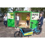 Info-Container Elsässer Platz mit (v.l.n.r) Christoph Manjura, Roland Stöcklin, Nina Mans und Andreas Kowol