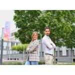 Karam Alsaid mit seiner Beraterin Annalisa Kibies aus dem Fallmanagement Jugend vor dem Wiesbadener Jobcenter