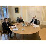 """v.l.n.r. Bürgermeister Dr. Oliver Franz, Regionalmanager der Telekom Hartmut Müller und Oberbürgermeister Gert-Uwe Mende haben einen """"Letter of Intend"""" unterzeichnet"""