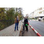 Ortsvorsteher Theo Baumstark (l.) und Verkehrsdezernent Andreas Kowol in der umgestalteten Sonnenberger Straße