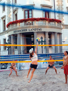 Beach volleyball in front of the Hessian State Parliament